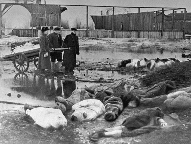 Jura Riabinkin był zbyt słaby, aby ewakuować się z miasta. Został jedną z setek tysięcy ofiar oblężenia