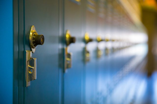 Korzyści z posiadania szafek na podręczniki dla uczniów