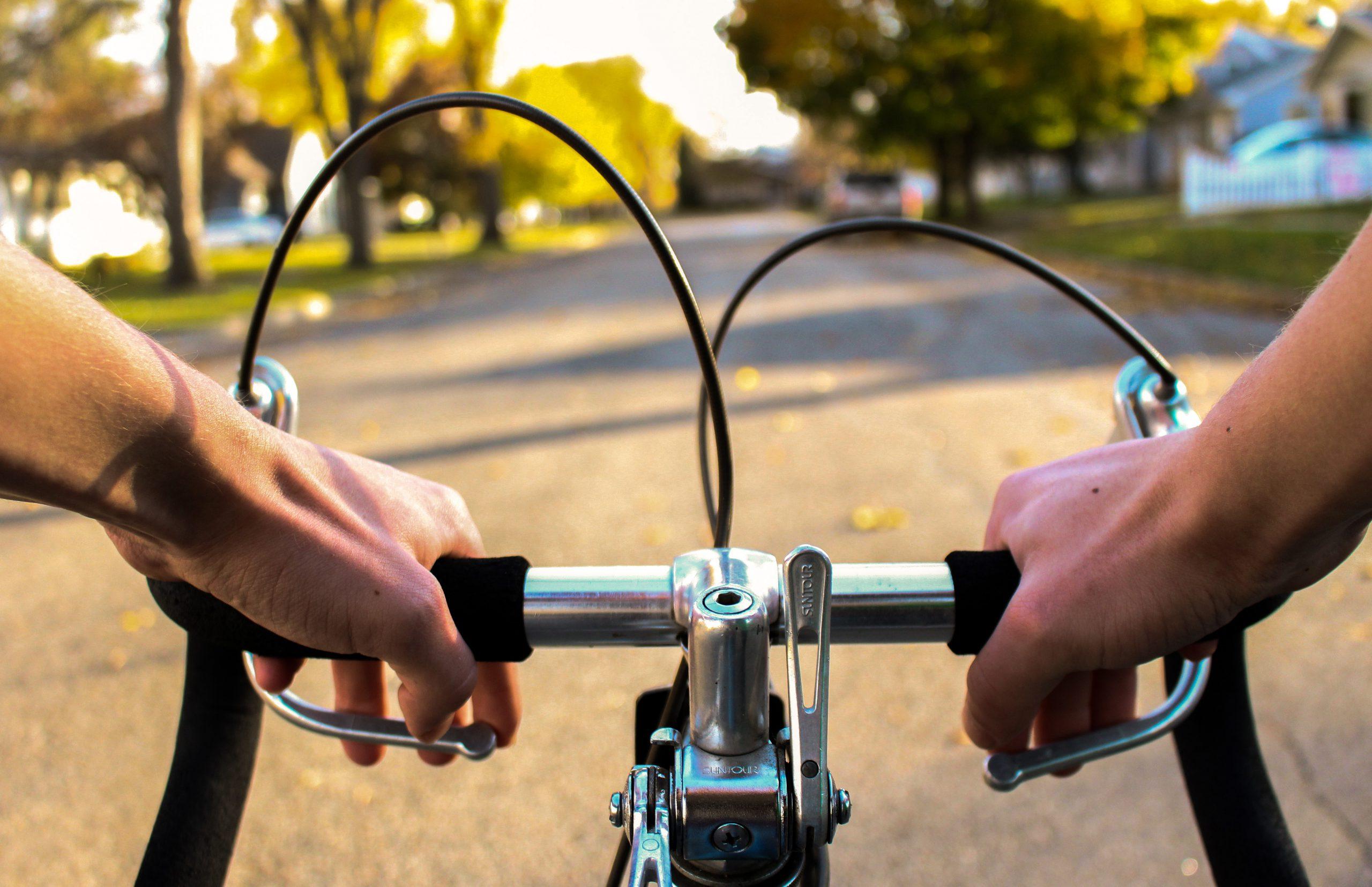 Wat de beginnende fietser moet weten: wielrennen is de dodelijkste sport! 5 tips.