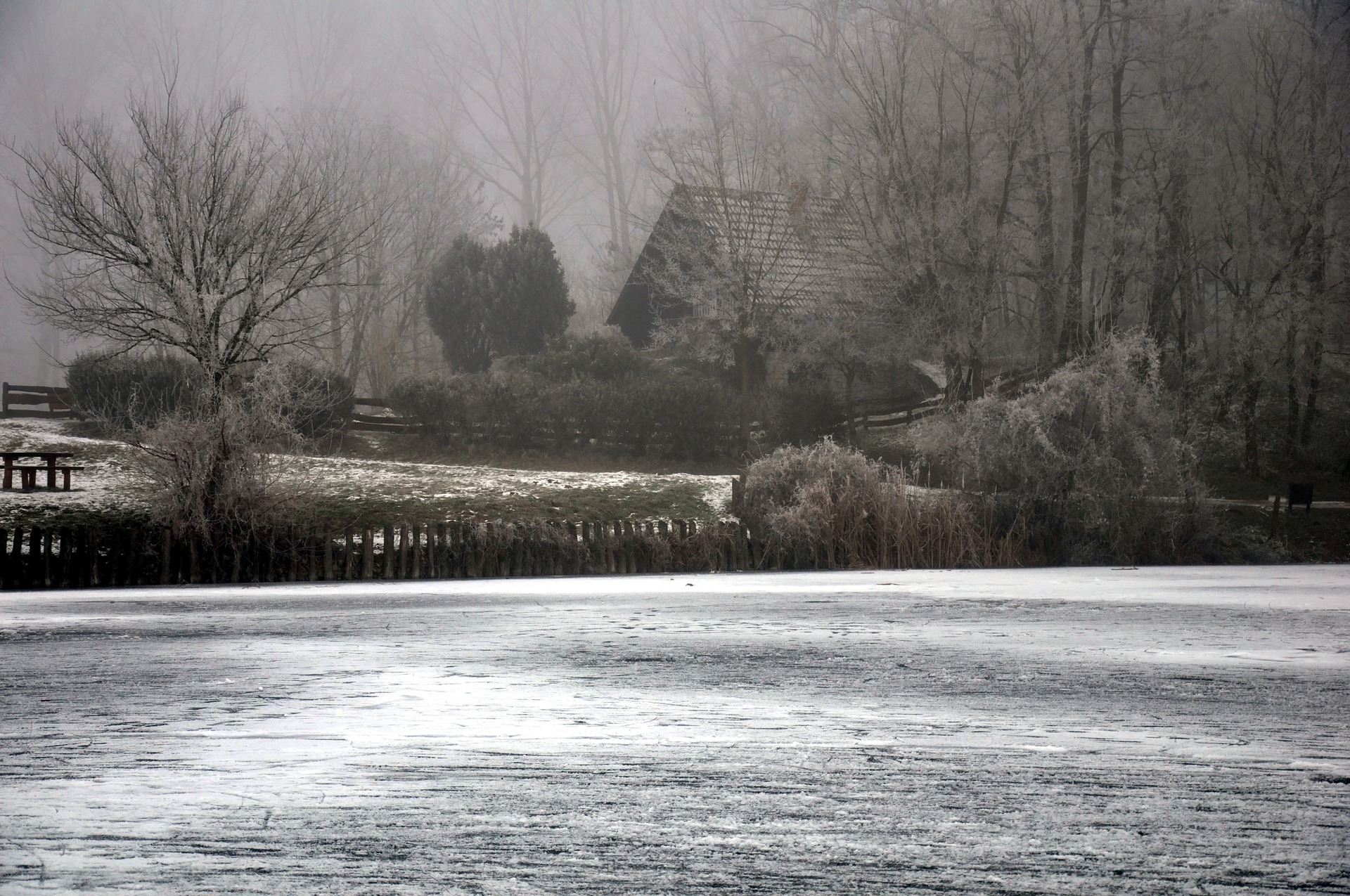 frosty-countryside-2098855_1920