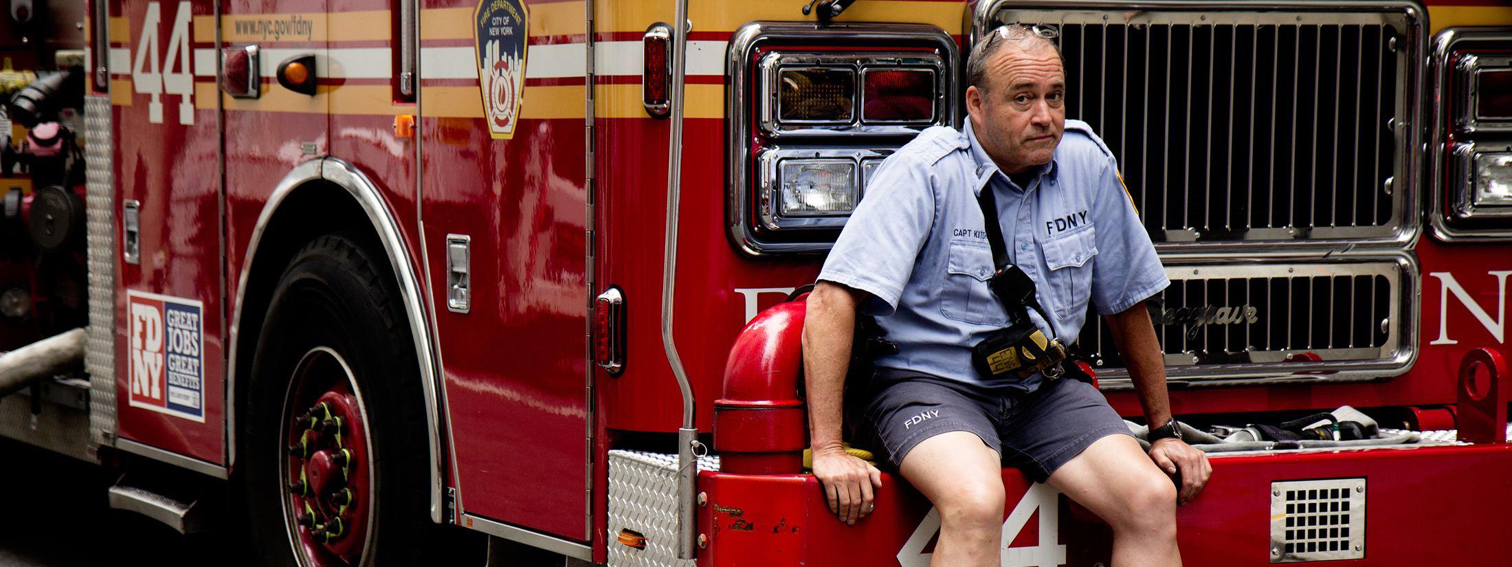 brandweerman op bumper