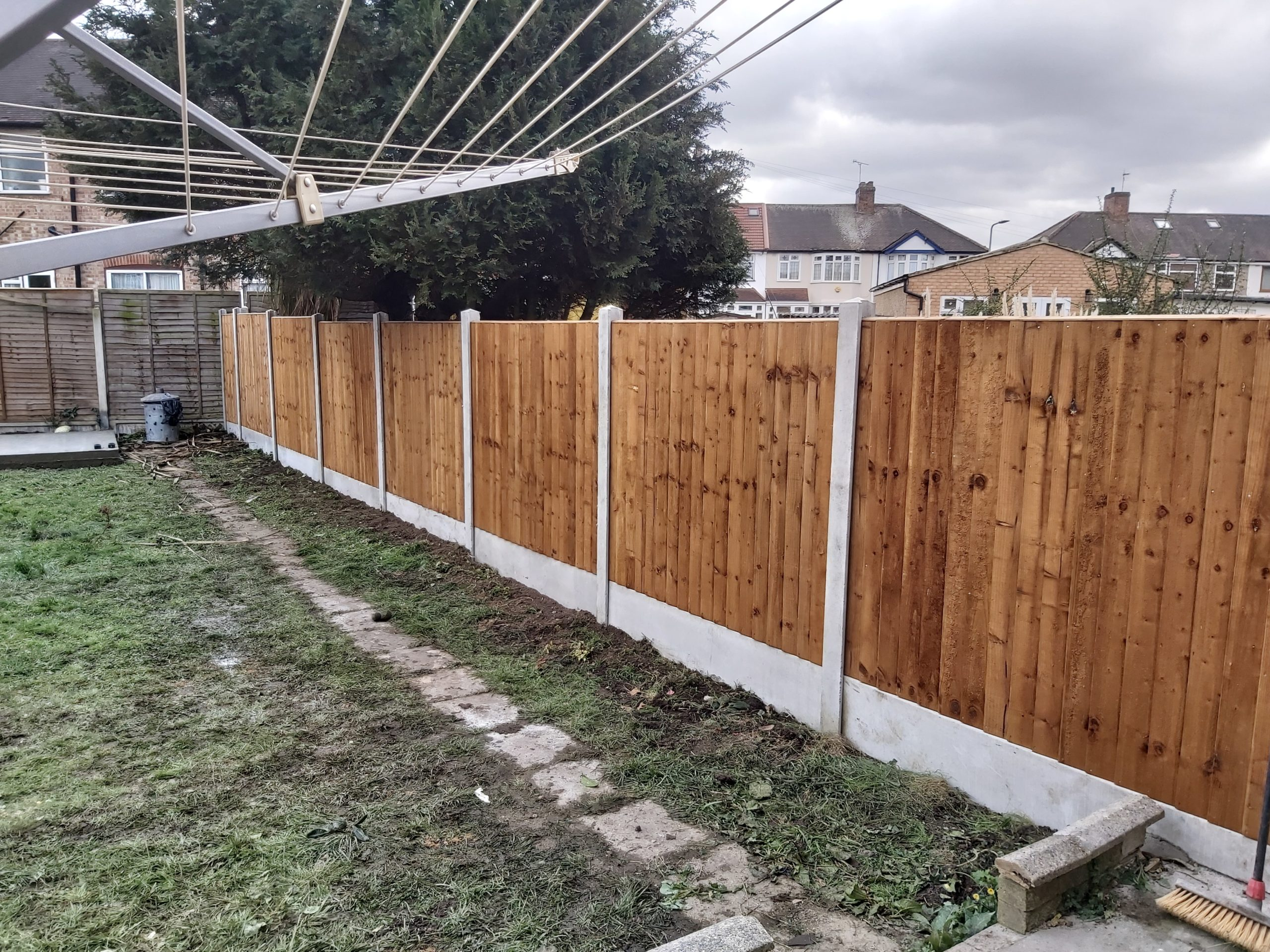 concrete garden fencing after scaled - R. Page Concrete Buildings - A family run business since 1959