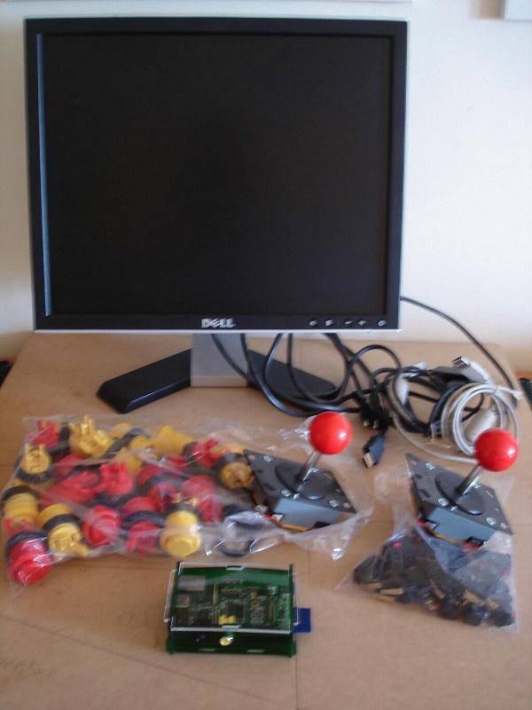 Componentes para montar o fliperama: Raspberry Pi, Palancas, Botões, Monitor.