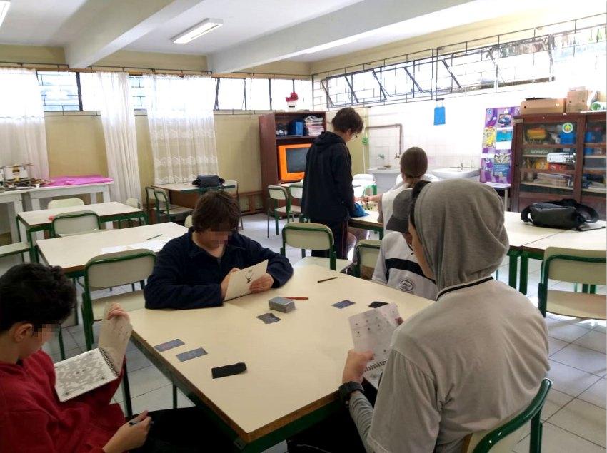 Jovens jogando Boardgame