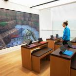 lady play minecraft at microsoft flagship store
