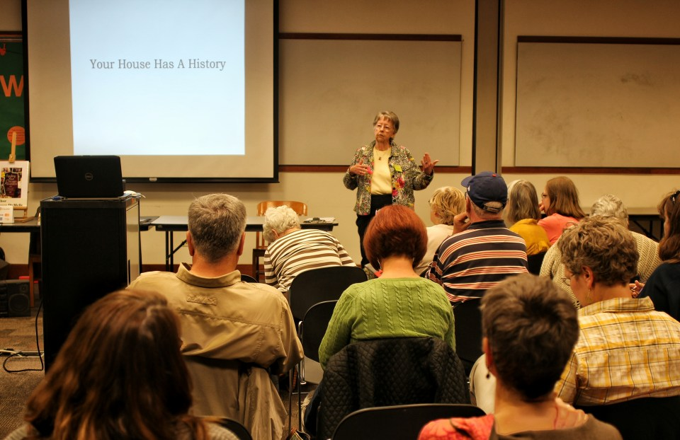 """Kay McSpadden, RPWRHS Vice President, introduces Grace DuMelle's """"Your House Has a History"""" program to a packed room."""