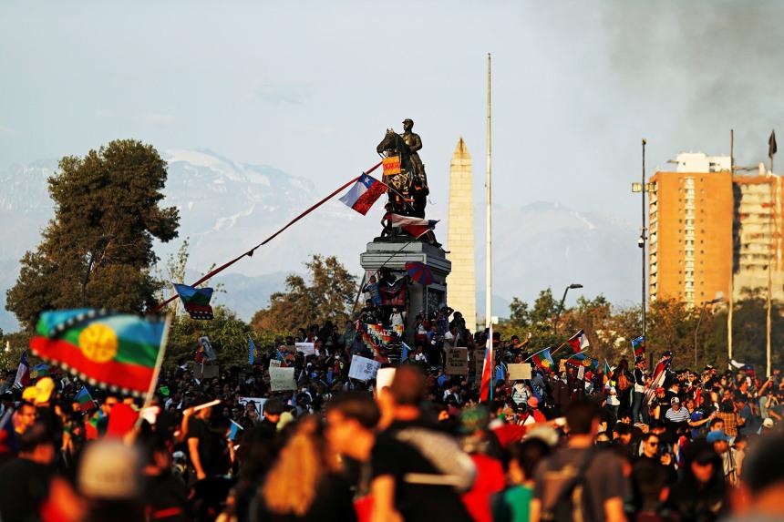 As revoltas pelo mundo e o caso chileno