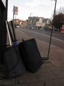 Start im Buswartehäuschen
