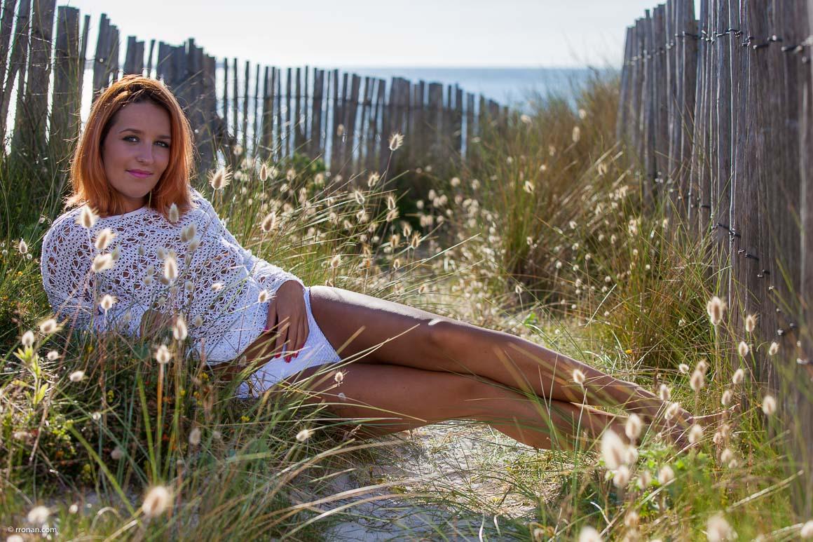 modele-femin-dans-les-dunes-de-treompan