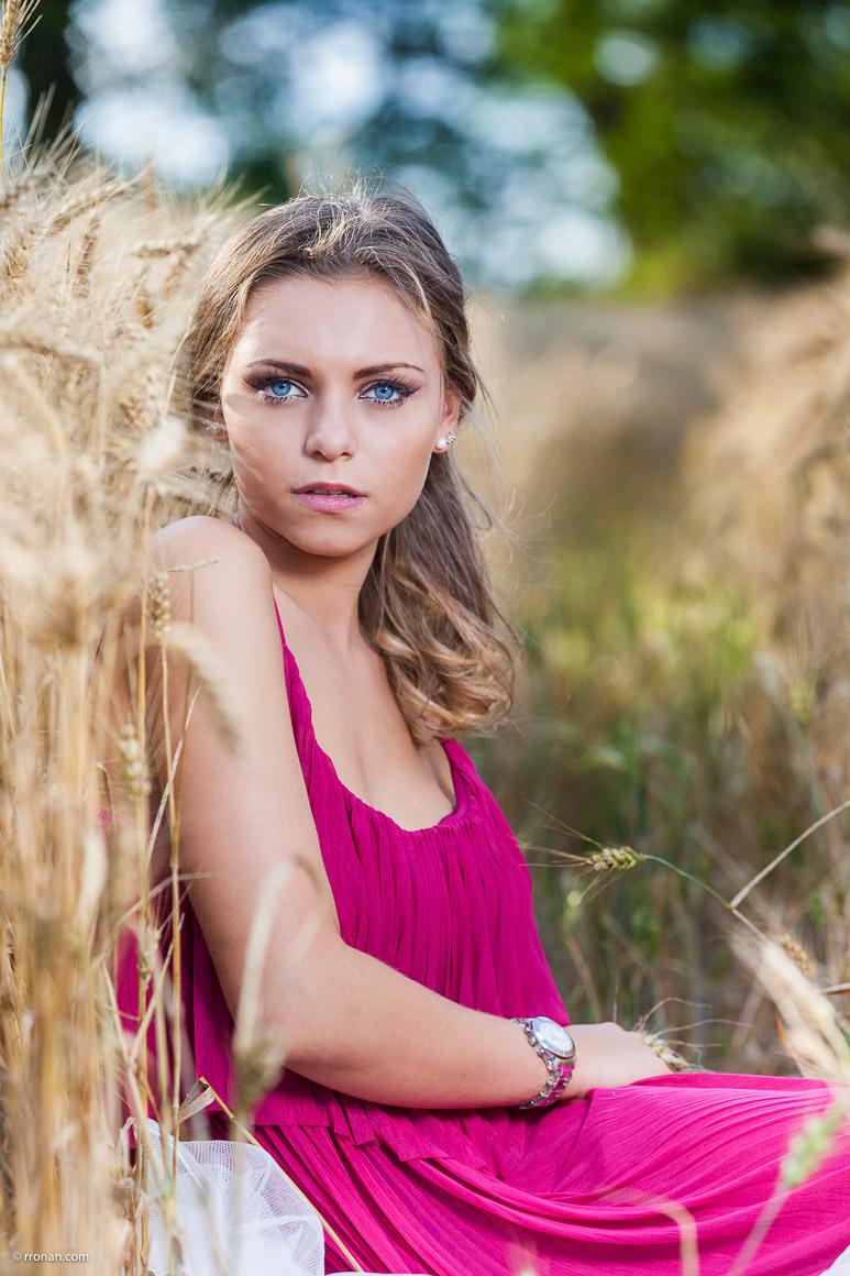 jeune-fille-dans-le-blé-de-ploudalmézeau