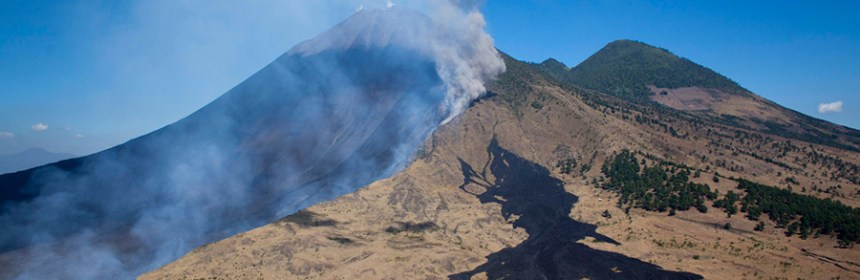 Ceniza del volcán Pacaya llega a varios municipios a su alrededor