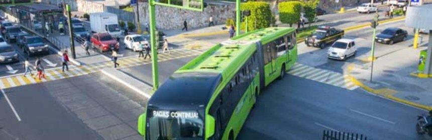 BCIE financiará estudios para introducir buses eléctricos en el transmetro de Guatemala