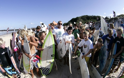 2007 World Champion Mick Fanning takes time out to play a part in Surf With The Stars.