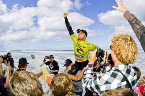 Joel Parkinson (AUS), 27, has claimed the 2009 Rip Curl Pro Bells Beach presented by Snickers, Stop No. 2 of 10 on the 2009 ASP World Tour. Photo: ASP/ CI/ SCHOLTZ via GETTY IMAGES