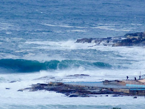 Dee Why crazy big at 0700