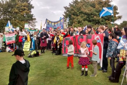 Hands Off Our Forth: 2000 protest against unconventional gas extraction