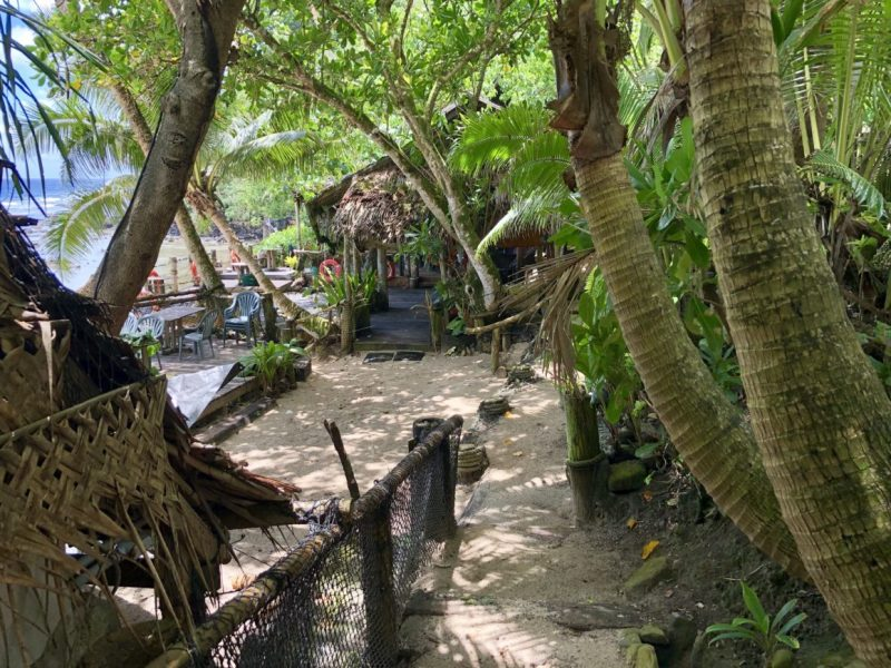 tisas-barefoot-bar-entrance