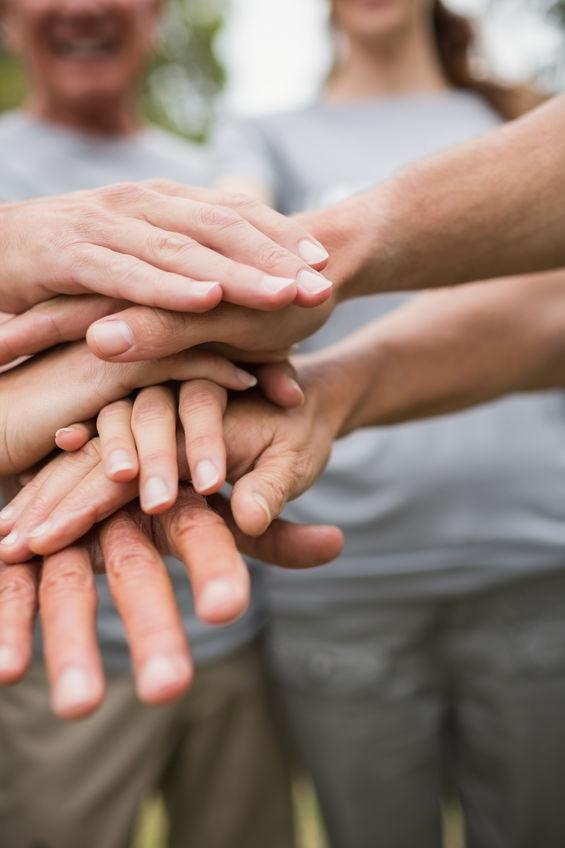 Mani unite in gruppo - Le Associazioni di volontariato che sosteniamo in CGN