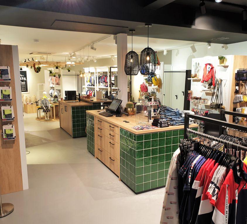 Pien en Mats Borne Kleding Winkel Interieur