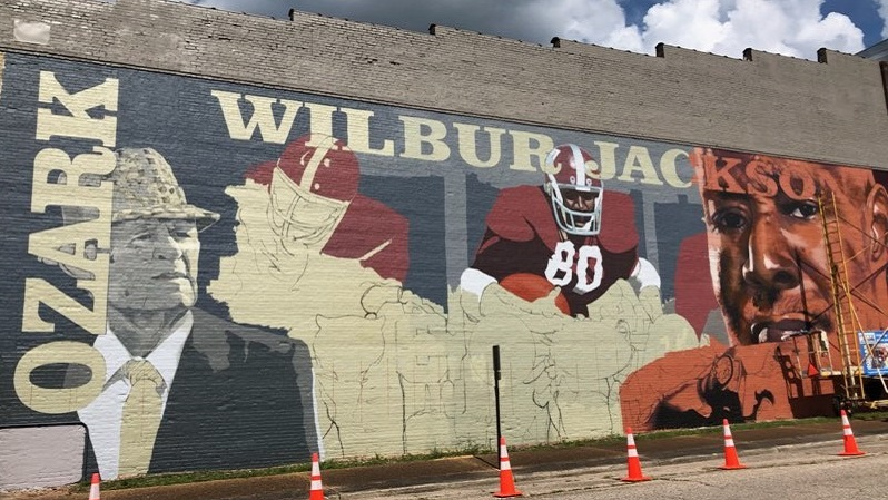 Ozark mural of Alabama Crimson Tide football star Wilbur Jackson nears completion