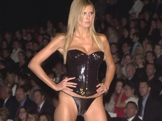 Heidi Klum shows runway thong cameltoe