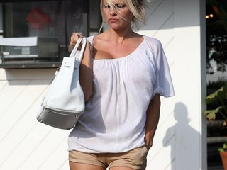 Pamela Anderson fitting shorts cameltoe