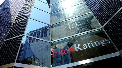"Fitch maintains the Greek debt rating at ""BB"" with a stable outlook"