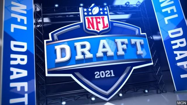 Dallas Cowboys trade down, select LB Micah Parsons at No. 12