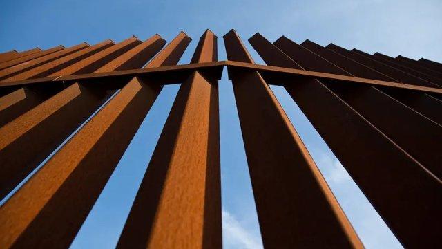 Abbott's border wall project receives $459K in donations so far