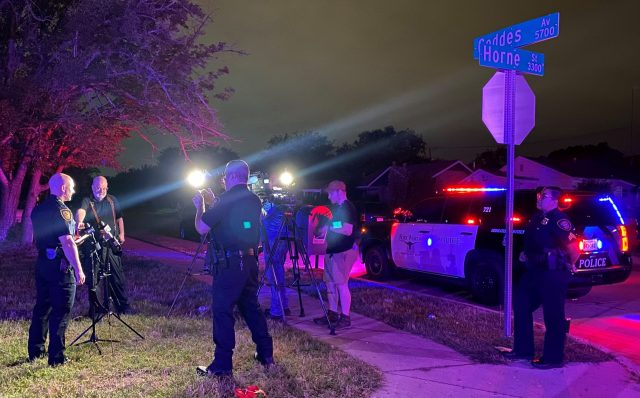 8 hurt in shooting near Fort Worth car wash