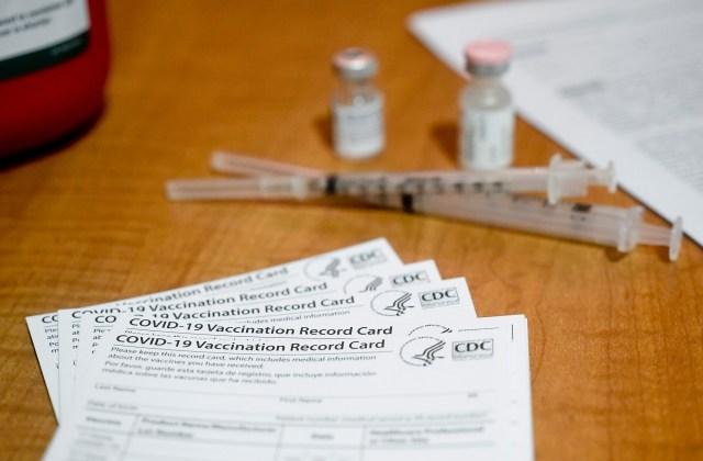 Abbott bans Texas vaccine mandates amid FDA status