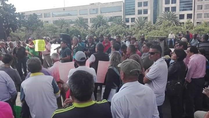 Photo of Trabajadores del SUTGCDMX exhiben a medio pagado por Juan Ayala