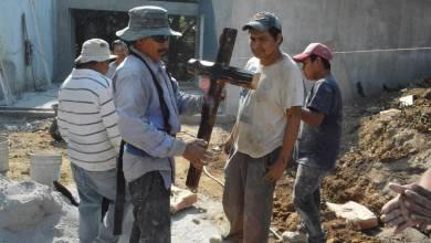 Photo of Desplomada la construcción, albañiles sufren y no festejan