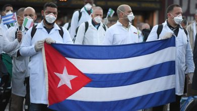 Photo of Enojan privilegios a médicos cubanos
