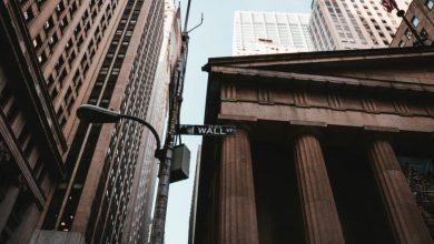 Photo of Wall Street se aferra a récords en medio de solicitudes de ayuda por desempleo