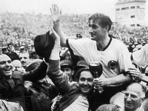 Fritz Walter '54 nach dem legendären WM-Titel