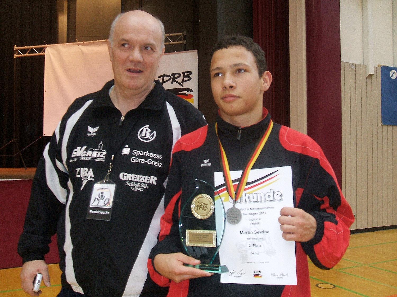 Trainer Andreas Mattern und Merlin Sewina