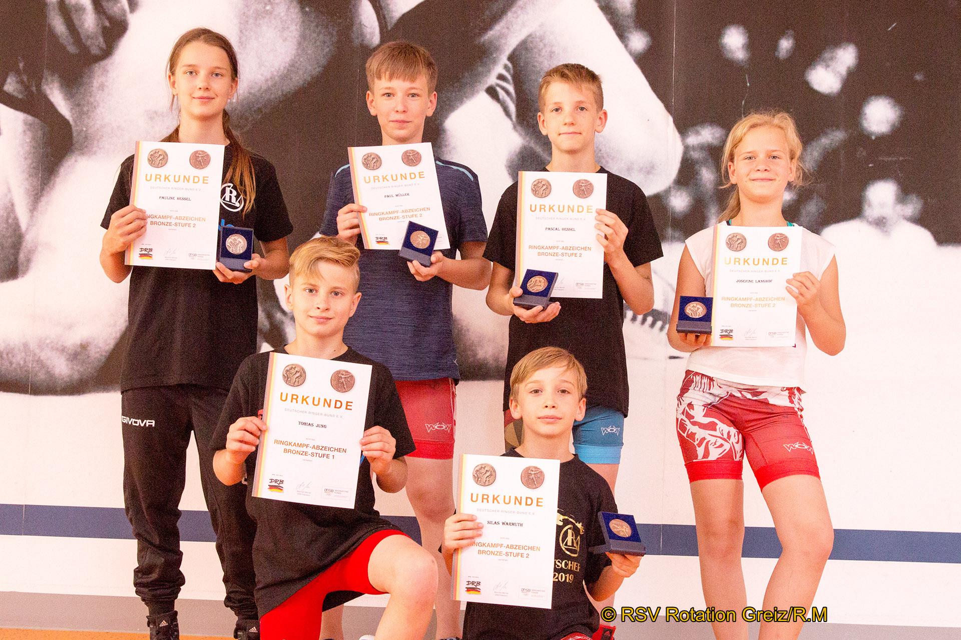 vorn von links: Tobias Jung, Stlas Warmuth, hinten: Pauline Hessel, Paul Müller, Pascal Hessel und Josefine Langhof