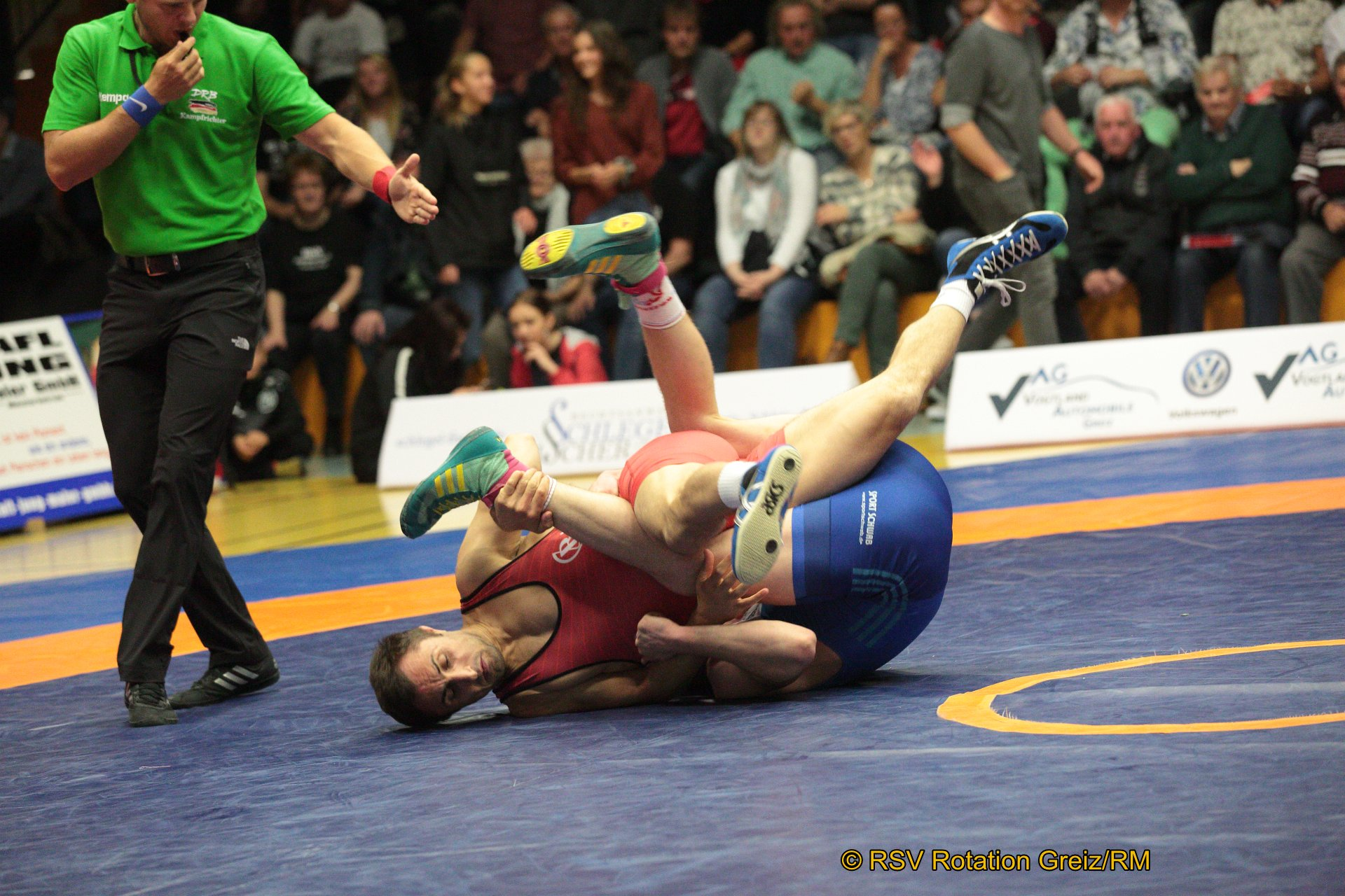 66kg Freistil: Vladimir Gotisan EU (5) (rotes Trikot), RSV Rotation Greiz gegen Vladislav Wagner (2), ASV Schorndorf 4:0/TÜ/16:0/03:00