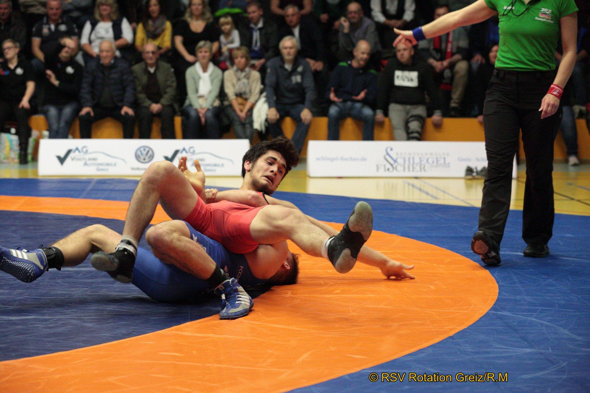 66kg Greco: Abdul Galamatov N4 (-2) (rotes Trikot), RSV Rotation Greiz gegen Christopher Kraemer (3), Red Devils Heilbronn 0:4/TÜ/4:19/05:03