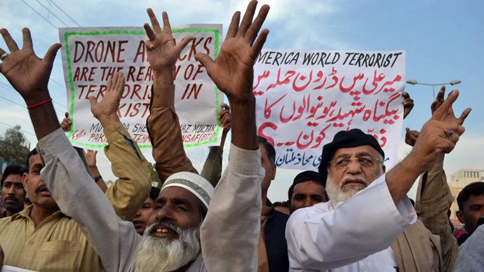 Demonstrators shout anti-US slogans during a protest against drone attacks in Pakistan's tribal region, in Multan on December 6, 2012. (AFP Photo)