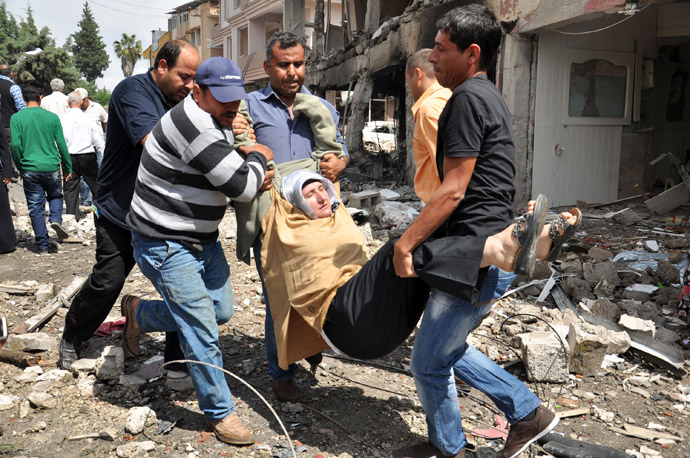 A person is evacuated from the site where car bombs exploded on May 11, 2013 near the town hall in Reyhanli, just a few kilometres from the main border crossing into Syria (AFP Photo/ANATOLIAN NEWS AGENCY)