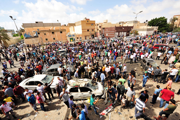 People gather at the scene of a car bomb explosion outside a hospital in Benghazi May 13, 2013 (Reuters / Esam Al-Fetori)