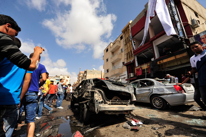 Onlookers take photographs following a car bomb explosion outside a hospital in Benghazi May 13, 2013 (Reuters / Esam Al-Fetori)