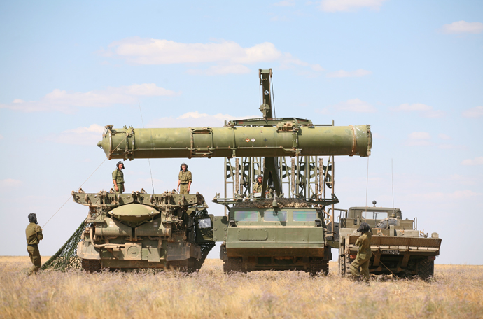 Tactical training exercises of Air Defense Forces at Kapustin Yar range. Troops prepare the anti-aircraft missile system S-300V to detect and destroy air targets. (RIA Novosti / Kirill Braga)
