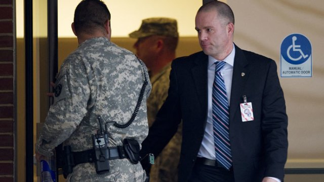 David Coombs (R), defense attorney for US Army Private First Class Bradley Manning, exits the building at a US military Magistrate Court facility for an Article 32 hearing at Fort Meade, Maryland on December 19, 2011.(AFP Photo / Jim Watson)