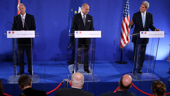 French Foreign Affairs minister Laurent Fabius (C), US Secretary of State John Kerry (R) and British Foreign Affairs Secretary William Hague (L) give a press conference after talks on the Syria crisis on September 16, 2013 in Paris. France.(AFP Photo / Kenzo Tribouillard)