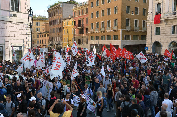 Thousands of people march during an anti-austerity protest on October 19, 2013 in Rome. (AFP Photo / Alberto Pizzoli)