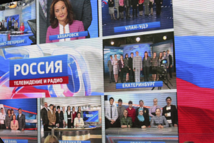 "A wall of screens in the studio of TV channel ""Rossiya"" (Reuters / Mikhail Klimentyev)"