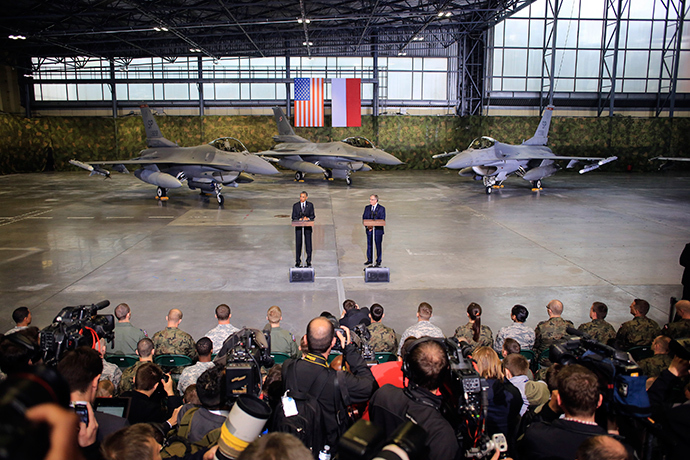 With F-16 fighters in the background, U.S. President Barack Obama makes remarks next to Poland's President Bronislaw Komorowski (R) at a military airport near Warsaw June 3, 2014 (Reuters / Jacek Marczewski)